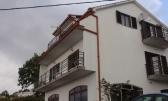 Kuća sa 2 stana i PP i 1.000 m2 okućnice, na dobroj lokaciji