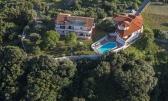 RAB - kompleks od 2 kuće na 2.800 m2 zemljišta, bazen, blizu mora
