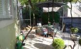 VRBNIK - stan u prizemlju s vrtom