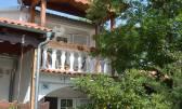 Jadranovo-kuća sa 3 stana i okućnicom