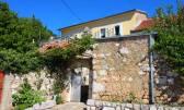 Bribir, dvije kamene kuće, pogled