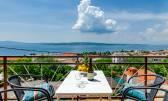 Crikvenica, stan sa panoramskim pogledom na more udaljen 400 metra do plaže