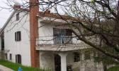 MATULJI, JUŠIĆI- samostojeća kuća sa dva stana 200 m2, okućnicom 1600 m2, garažom, pogledom na more