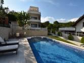 Mikulići,  trosoban stan u vili s bazenom