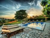 Centralna Istra - lijepa samostojeća kuća sa bazenom i velikom okućnicom