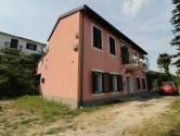 OPATIJA- kuća sa velikom okućnicom, otvorenim pogledom na more, parkingom + građ. teren 730 m2