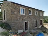 Istra, Momjan, okolica, lijepa kamena kuća u fazi izgradnje