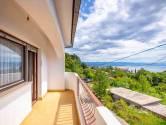 VEPRINAC-  kuća okružena zelenilom sa pogledom na more