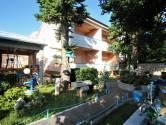 Novi Vinodolski,apartmanska kuća sa prekrasnom okućnicom