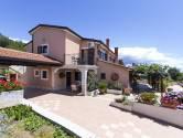 Istra, Vrsar - Apartmanska kuća s velikim dvorištem i pogledom na more