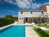 Istra, okolica Savičente, velika kuća za odmor sa bazenom u ruralnom okruženju