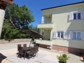 Istra, okolica Kanfanara, Rovinjsko selo, dvojna kuća sa zajedničkim dvorištem
