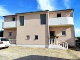 Istra, Pula, šira okolica, dvojna kuća sa dvorištem i garažom