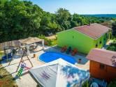 Istra, Valtura, prelijepa prizemna kuća sa bazenom okružena zelenilom