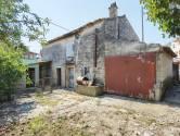 ISTRA,JADREŠKI - parcela sa starom kućom i nekoliko objekata