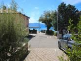 Novi Vinodolski, Povile, stan sa okućnicom udaljen 30 metara do plaže