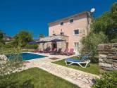 Istra, Karojba, kuća na osami sa bazenom
