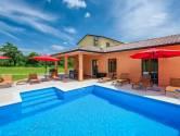 Pazin, Trviž, okolica - Kuća s bazenom i okućnicom 11000 m2