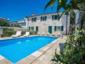 Istra, okolica Vrsara, kamena kuća sa bazenom