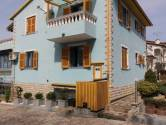 Poreč, kuća s 4 stana i okućnicom od 850m2